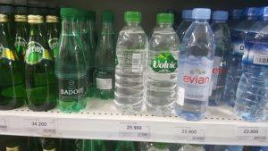 Giá bán các loại nước đóng chai tại siêu thị
