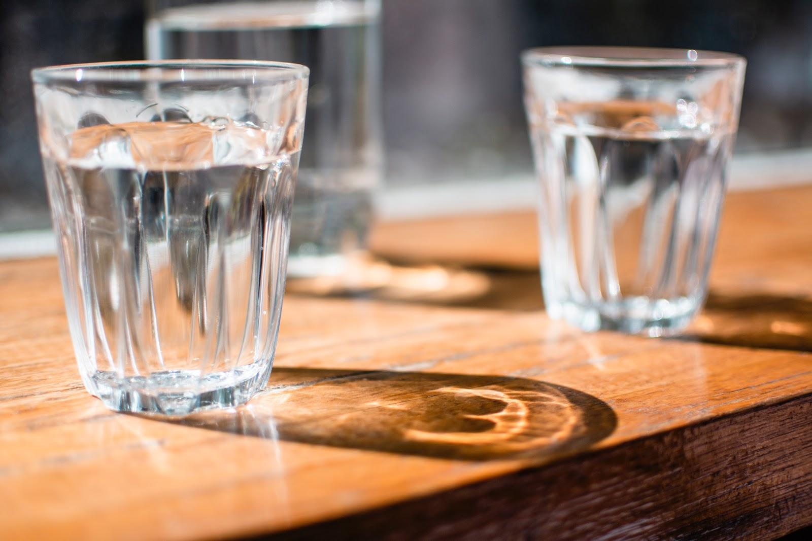 Phân biệt nước uống tinh khiết với các loại nước khác