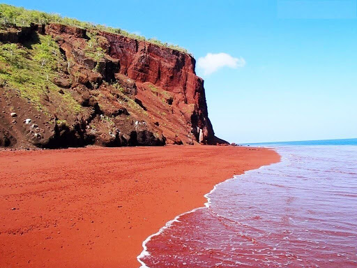 """Biển đỏ nổi tiếng thế giới với màu nước có """"1 không 2"""""""