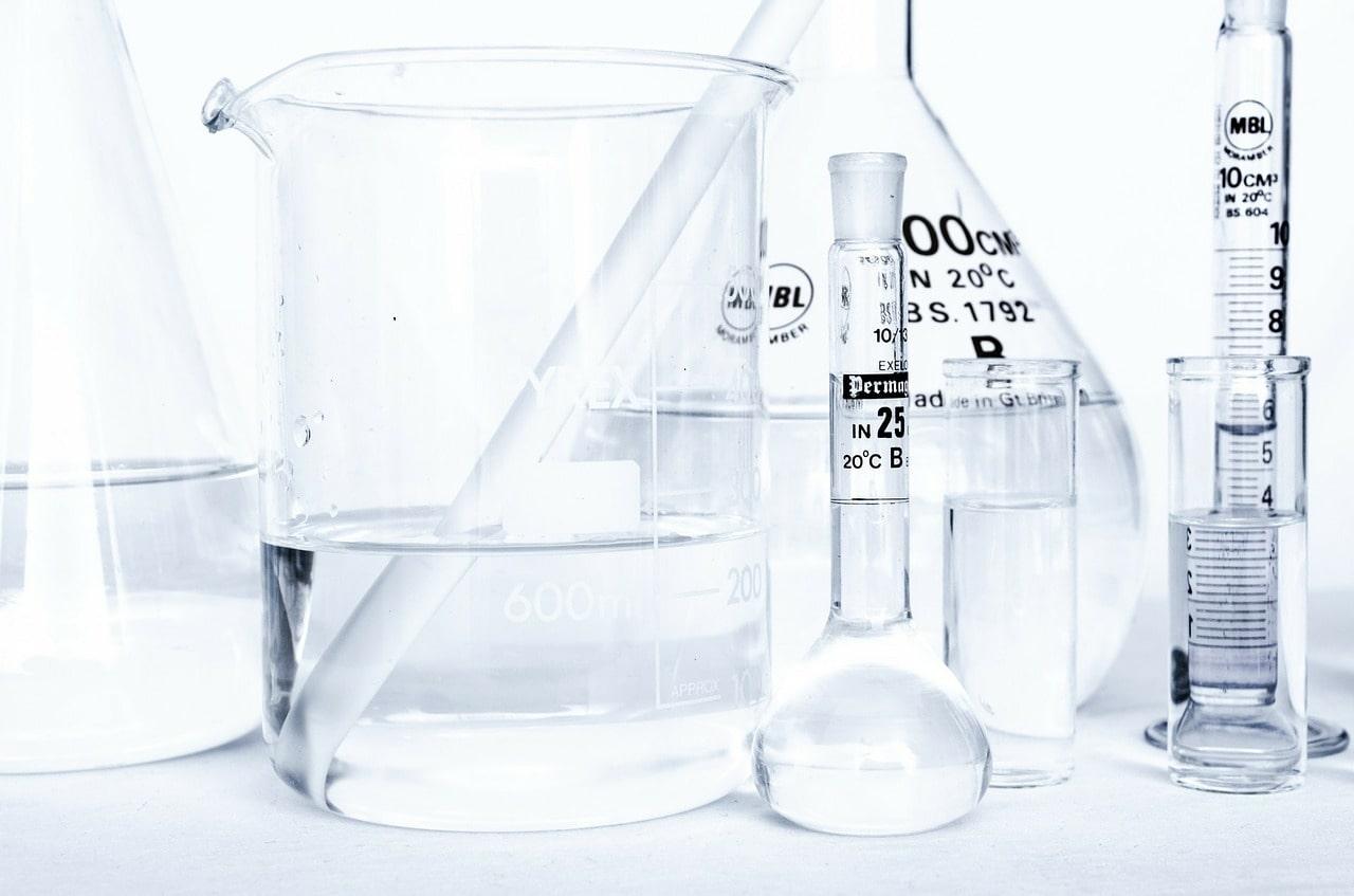 Các thí nghiệm cần độ chính xác cao nên dùng nước tinh khiết
