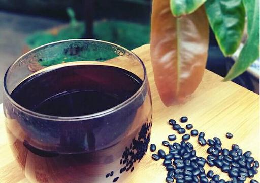 Nước đậu đen - một thức uống quen thuộc mà nhiều tác dụng