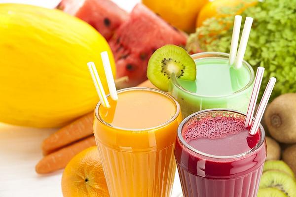 Nước hoa quả có nhiều vitamin và khoáng chất rất tốt cho người tập gym