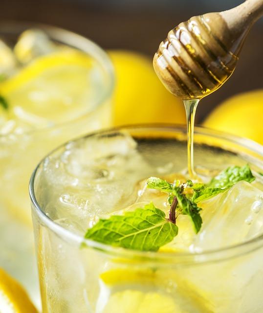 Uống nước chanh và mật ong mỗi sáng rất tốt cho sức khỏe
