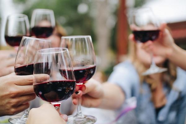 Uống rượu vang giúp cải thiện bệnh mỡ máu