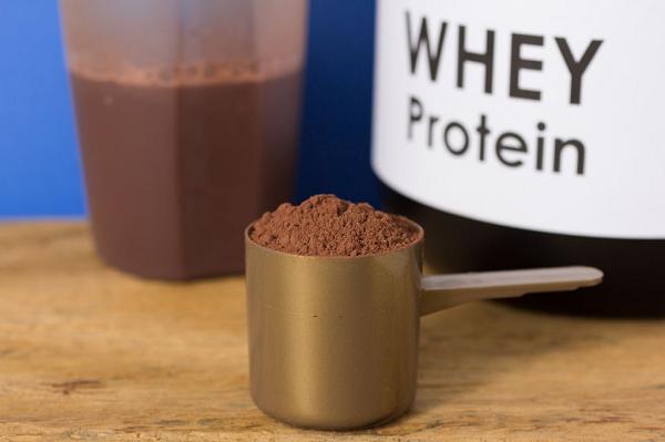 Whey protein là một trong những nước uống thể thao số một dành cho những người tập gym