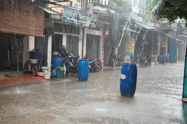 Bạn nghĩ nước mưa có sạch không?
