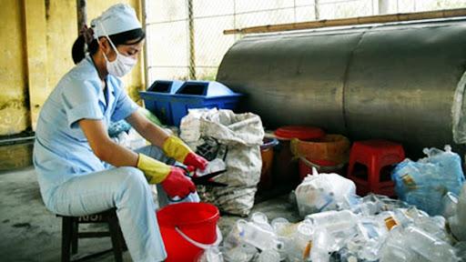 Trong nước thải y tế có chứa các vật phẩm, vi khuẩn từ nguồn thải bệnh viện