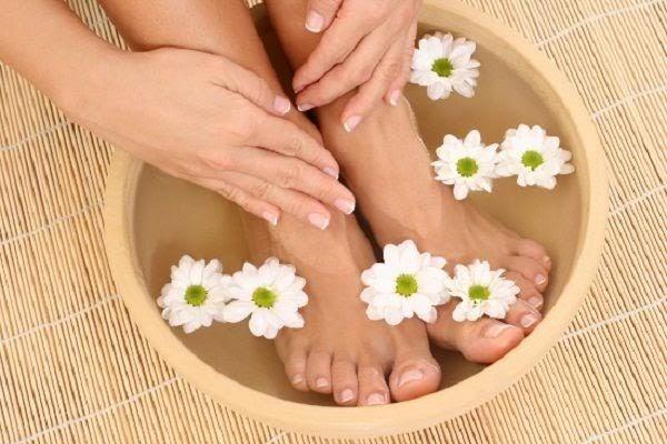 Đá muối có công dụng giảm tê bì chân tay rất hiệu quả