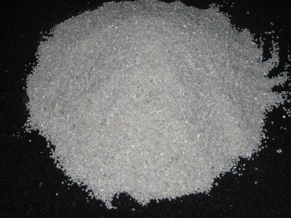Đá Thạch Anh giúp loại bỏ hoàn toàn bụi bẩn, mùi hôi và làm nguồn nước trở nên trong sạch hơn