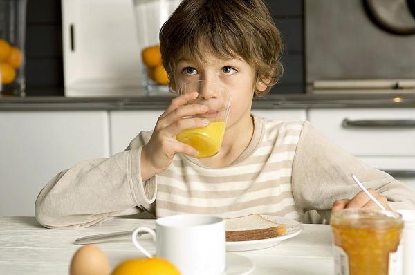 Sau ăn sáng có nên uống nước cam