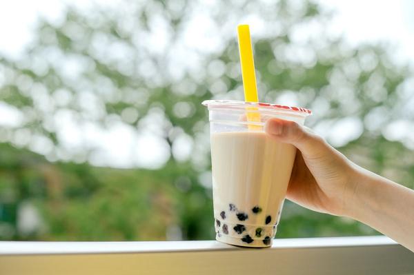 Trà sữa trân châu là thức uống hàng đầu được giới trẻ ưa chuộng