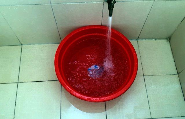 Tình trạng nước sạch bị ô nhiễm đang được người dân quan tâm