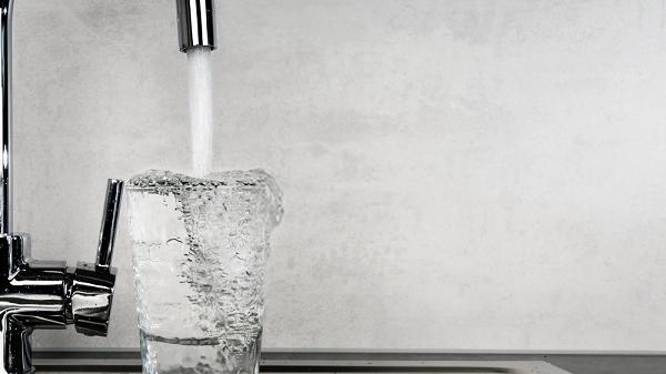 Tap water nguyên chất có thể uống trực tiếp mà không cần đun sôi hay xử lý vật lý