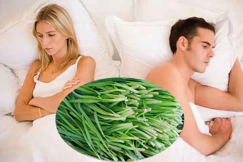 Chăm uống nước lá hẹ tươi giúp nam giới cải thiện sinh lý hiệu quả