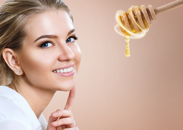 Tác dụng của mật ong giúp bạn sở hữu làn da căng mịn, trắng hồng
