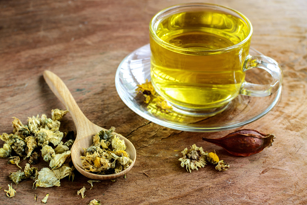 Trong trà hoa cúc có chứa chất apigenin ngăn ngừa ung thư