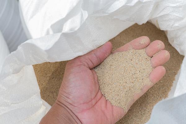 Cát Thạch Anh có tác dụng loại bỏ mùi hôi, đem đến cho người dùng nguồn nước trong lành, tinh khiết, đảm bảo vệ sinh an toàn