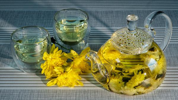 Không uống trà hoa cúc cùng với các loại thuốc