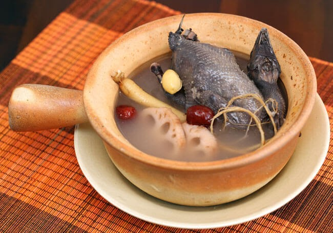 Gà hầm thuốc bắc là món ăn giàu dinh dưỡng và có thể chữa nhiều bệnh