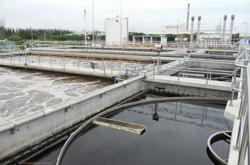 Nhà máy lọc nước cung cấp nước sinh hoạt cho người dân